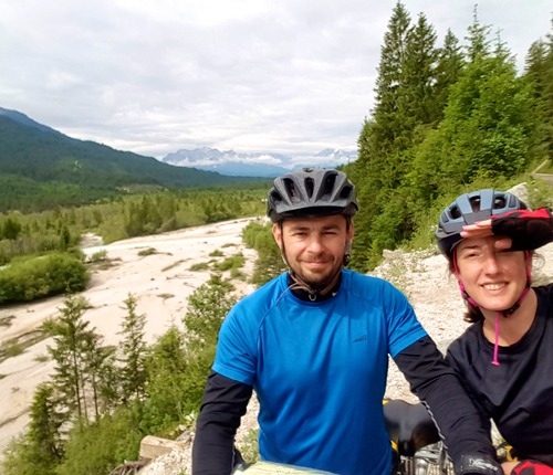 bavaria-cyclists-landscape