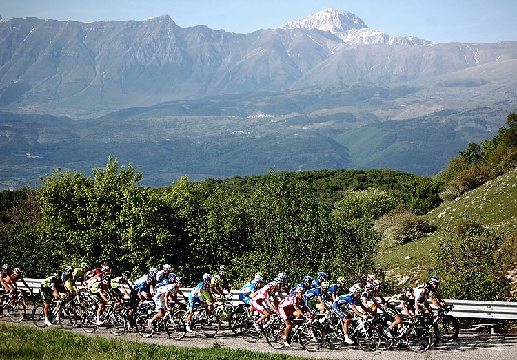 12_may_2012_giro_d_italia_peloton