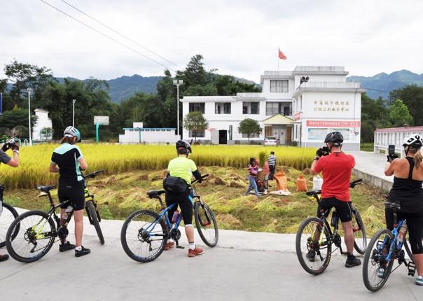 001-072.jpg - China - Guilin and Guangxi - Cycling Adventures