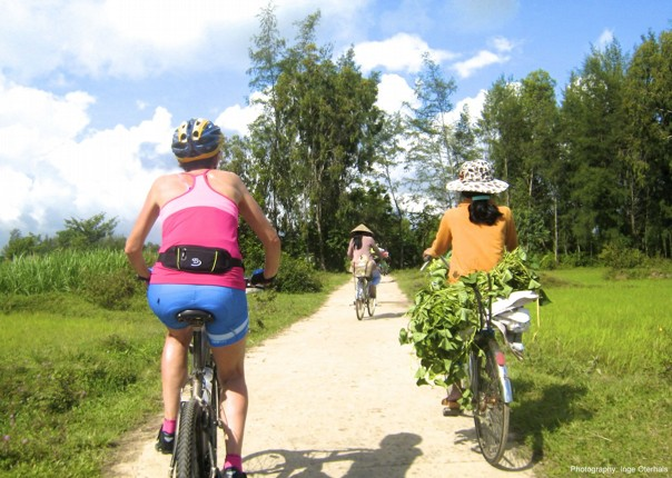 cycling-adventure-vietnam-local-culture-landscape.jpg - Vietnam - Mountains and Coast - Cycling Adventures