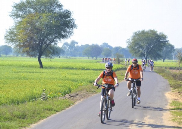 cycling-adventure-holiday-cyclists.jpg - India - Palaces and Lakes of Rajasthan - Cycling Adventures