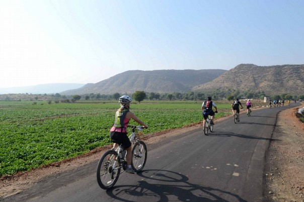 cycling-adventure-holiday-rajasthan-landscape-view.jpg - India - Palaces and Lakes of Rajasthan - Cycling Adventures