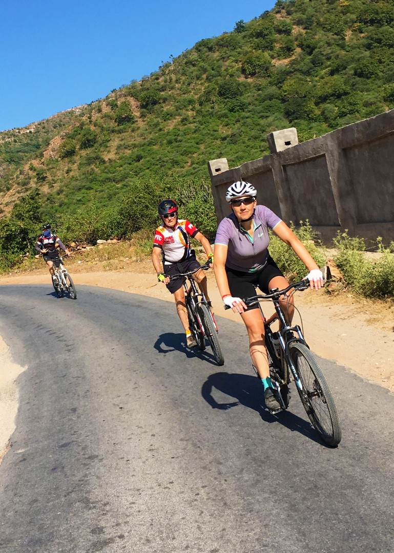 guided-group-cycling-holiday-in-rajasthan-india.jpg - India - Palaces and Lakes of Rajasthan - Cycling Adventures