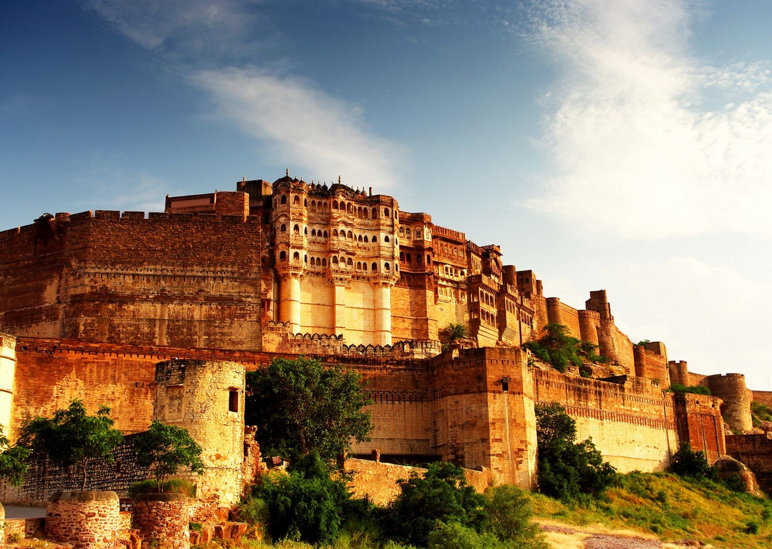 ancient-forts-in-rajasthan-cycling-adventure.jpg - India - Palaces and Lakes of Rajasthan - Cycling Adventures