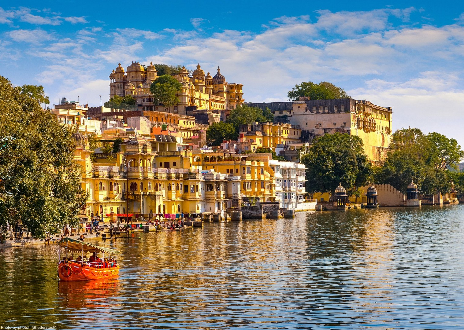 udaipur.jpg - India - Palaces and Lakes of Rajasthan - Cycling Adventures