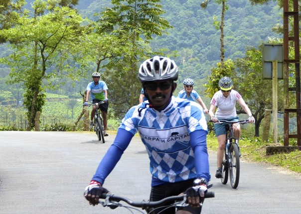 cycling-adventure-srilanka-asia.jpg - Sri Lanka - Backroads and Beaches - Cycling Adventures