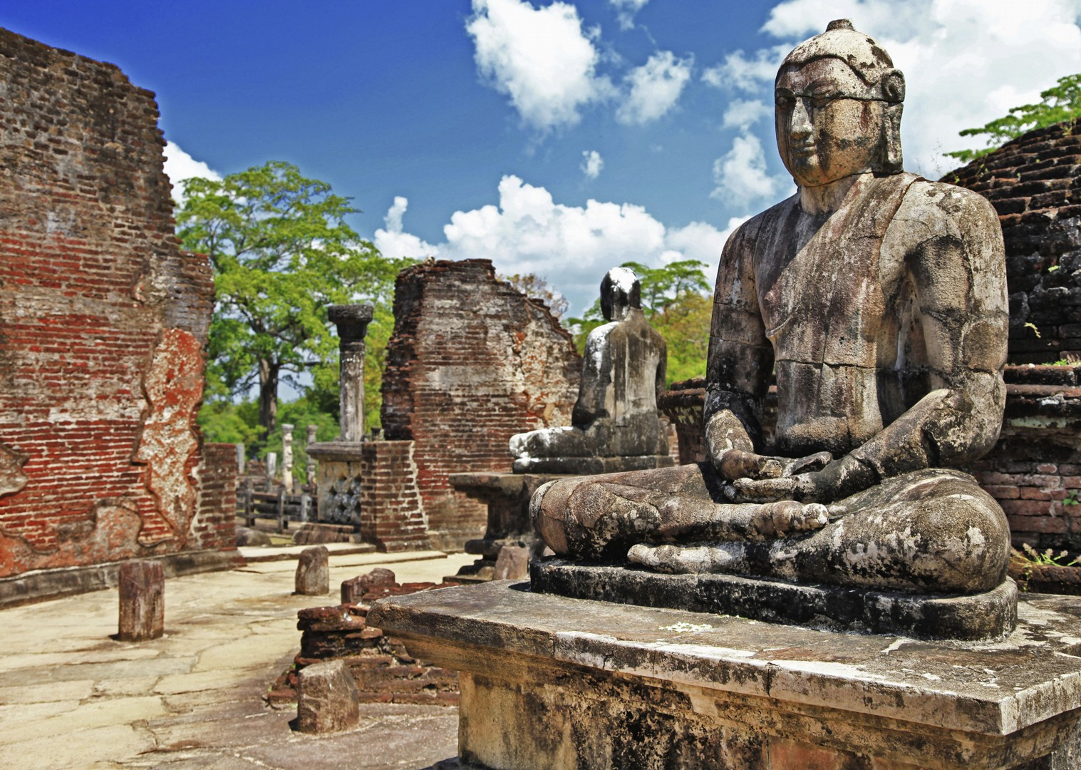 cycling-adventure-srilanka-temples-statues-holiday.jpg - Sri Lanka - Backroads and Beaches - Cycling Adventures