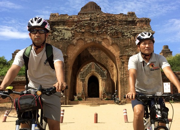 burma-cycling-holiday-temple-cyclists.jpg - Burma - Bagan and Beyond - Cycling Adventures