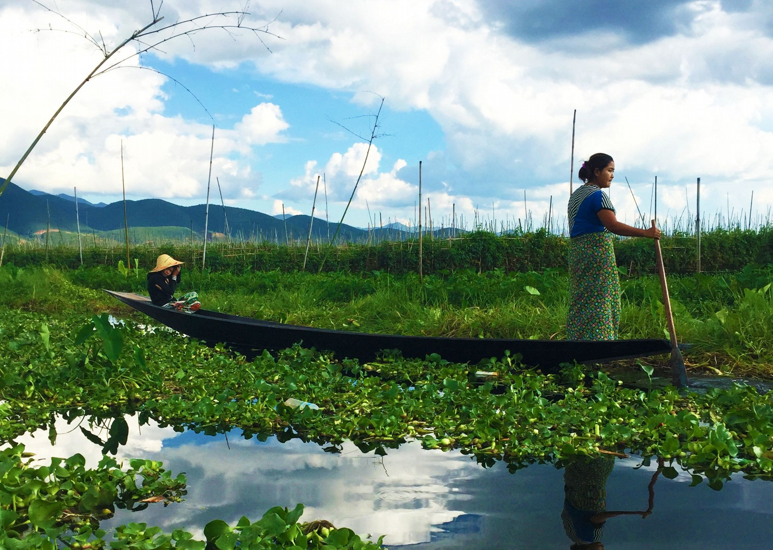 explore-idyllic-inle-lake-by-boat-burma-cycling-trip.jpg - Burma - Bagan and Beyond - Cycling Adventures