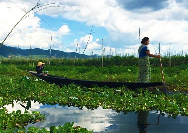 explore-idyllic-inle-lake-by-boat-burma-cycling-trip.jpg - Burma - Bagan and Beyond - Cycling Adventures
