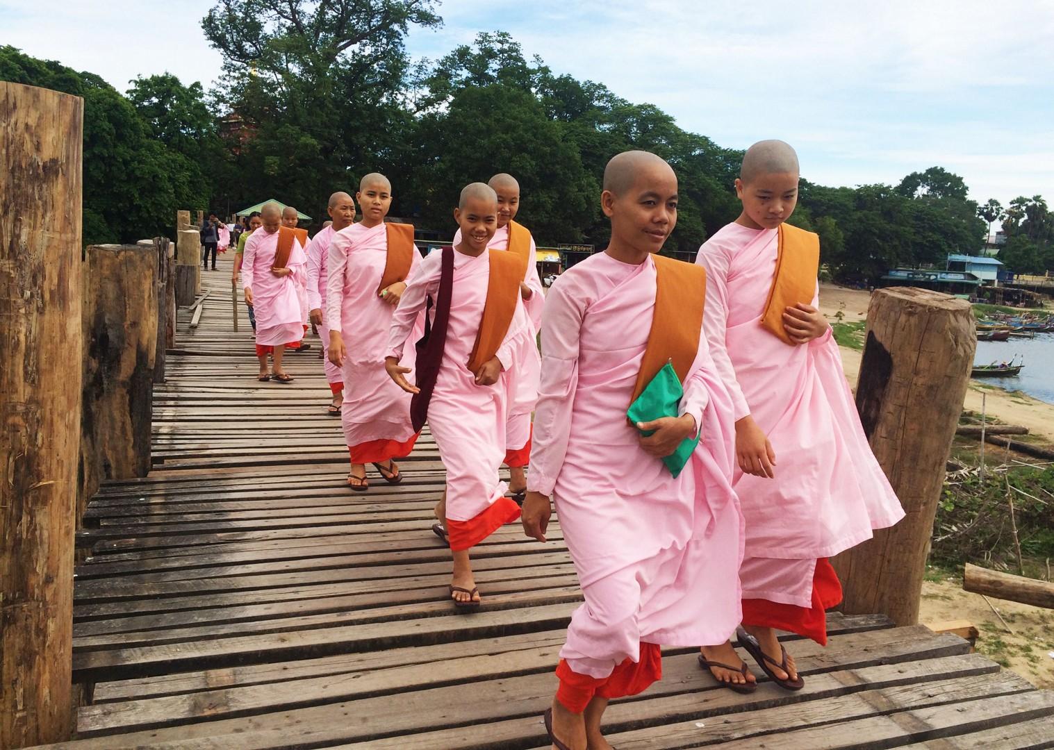 meet-locals-burma-group-cycling-holiday.jpg - Myanmar (Burma) - Bagan and Beyond - Cycling Adventures
