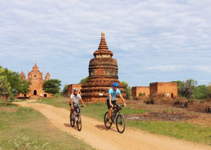 temples-guided-group-cycling-trip-burma.jpg - Myanmar (Burma) - Bagan and Beyond - Cycling Adventures