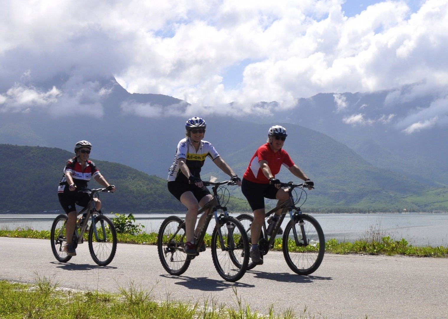 vietnamcycling holiday3.jpg - Laos - Hidden Treasures - Cycling Adventures