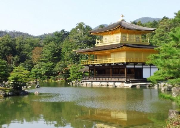 castle-japan-fuji-to-kyoto-cycling-holiday-cycling-adventure.jpg - Japan - Classic Japan - Fuji to Kyoto - Cycling Holiday - Cycling Adventures