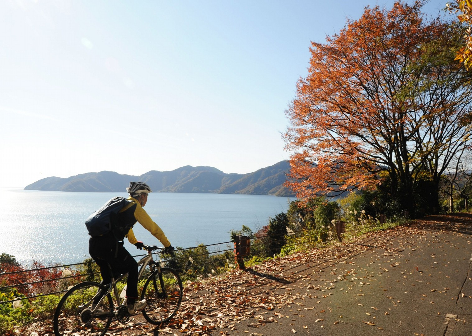 lake-kawaguchi-japan-fuji-to-kyoto-cycling-holiday-cycling-adventure.JPG - Japan - Classic Japan - Fuji to Kyoto - Cycling Holiday - Cycling Adventures