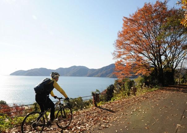 lake-kawaguchi-japan-fuji-to-kyoto-cycling-holiday-cycling-adventure.JPG - Japan - Classic Japan - Fuji to Kyoto - Cycling Holiday - Cycling Adventures