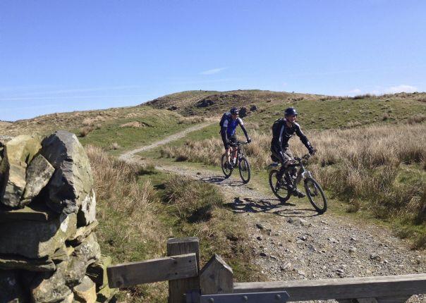 awesomeamblesidebiking.jpg - UK - Lake District - Awesome Ambleside - Mountain Biking