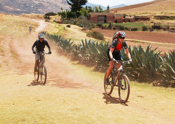 sacred-valley-of-the-inca-by-bike-guided-mountain-bike-holiday-in-peru.jpg - Peru - Andean Journey - Guided Mountain Bike Holiday - Mountain Biking