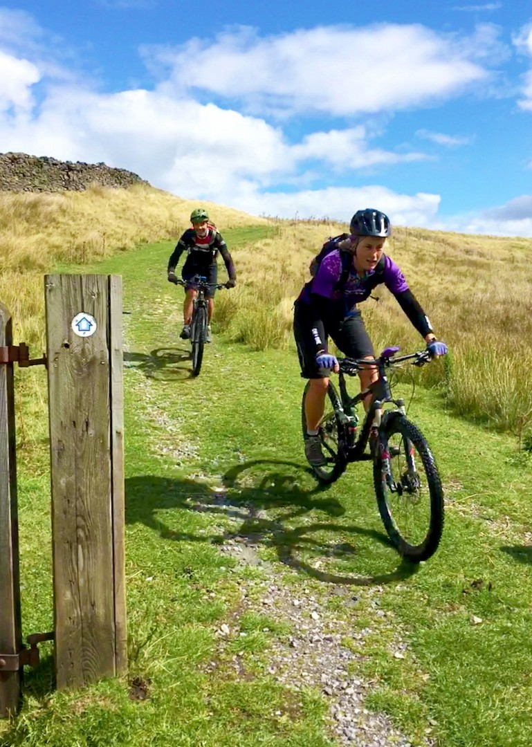 pen-y-ghent-mountain-biking-uk.JPG - UK - Pennine Bridleway - Guided Mountain Bike Weekend - Mountain Biking