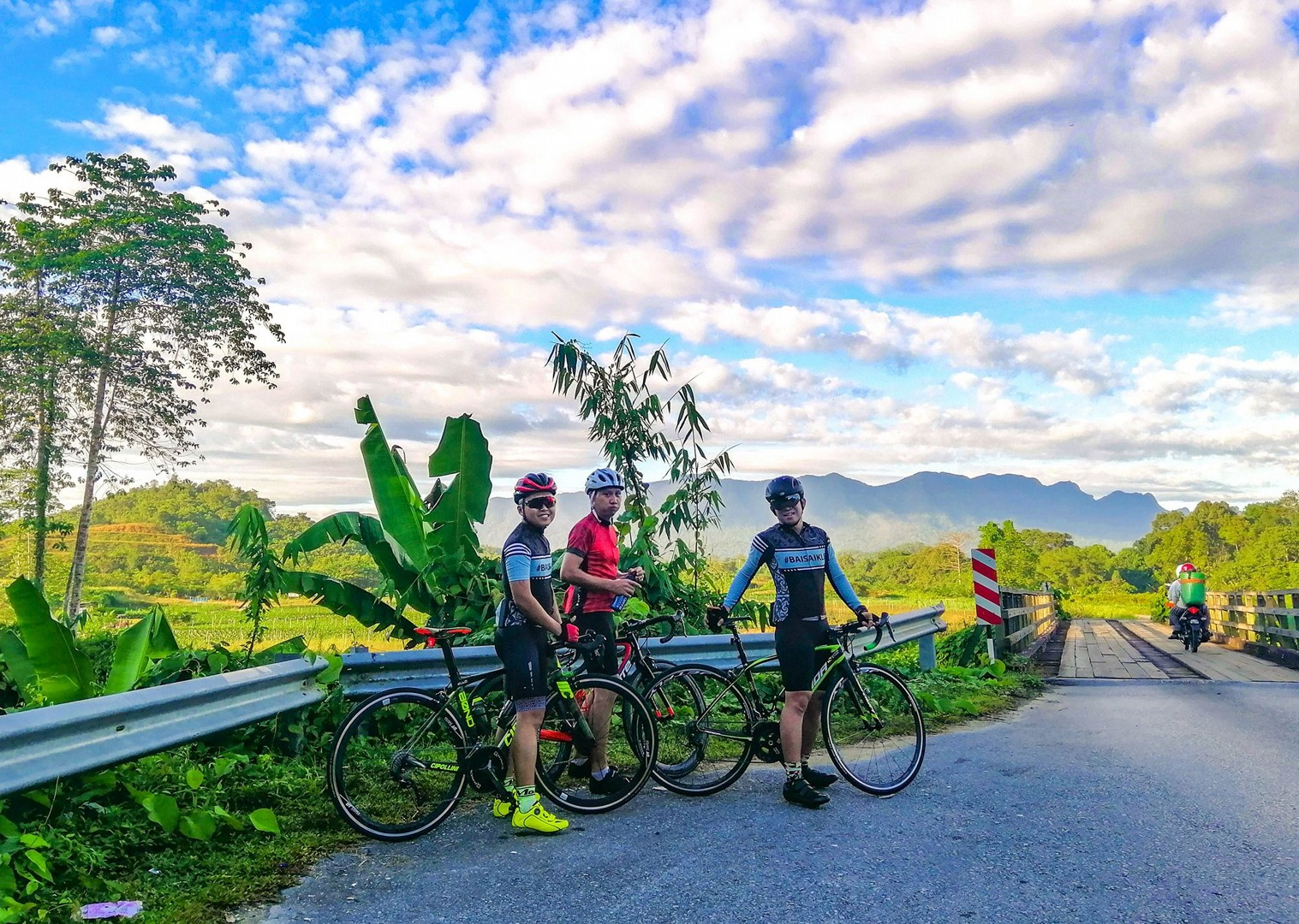 guided-holiday-cycling-through-borneo-saddle-skedaddle.jpg - Borneo - Sarawak to Sabah - Guided Road Cycling Holiday - Road Cycling
