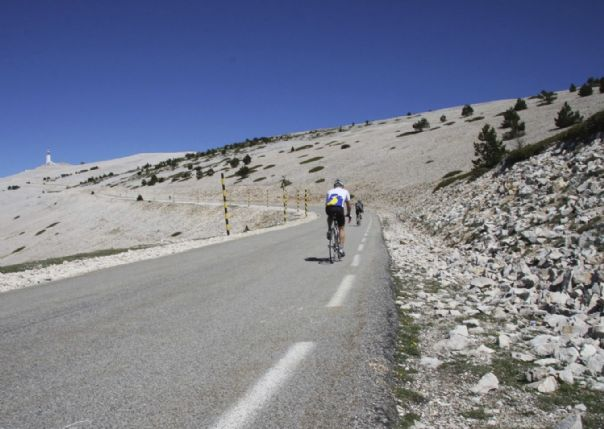 ventouxvenceroad.jpg - France - Provence - Le Ventoux a Velo - Guided Road Cycling Holiday - Road Cycling