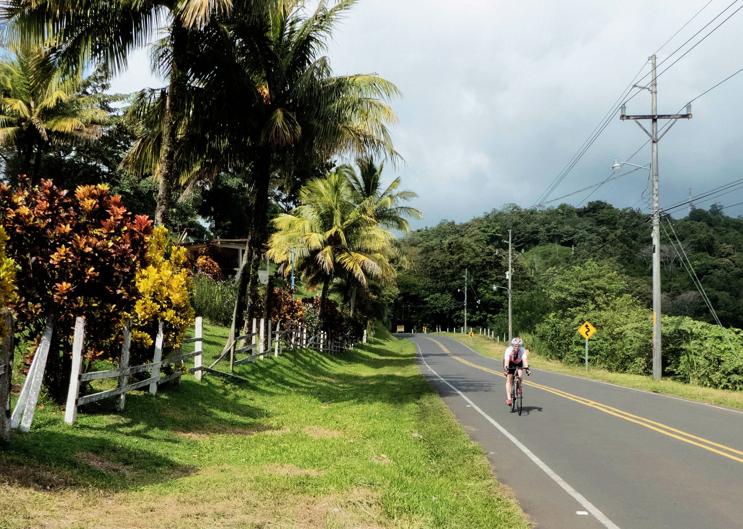 central-america-costa-rica-guided-road-cycling-holiday-ruta-de-los-volcanes.jpg - Costa Rica - Ruta de los Volcanes - Road Cycling