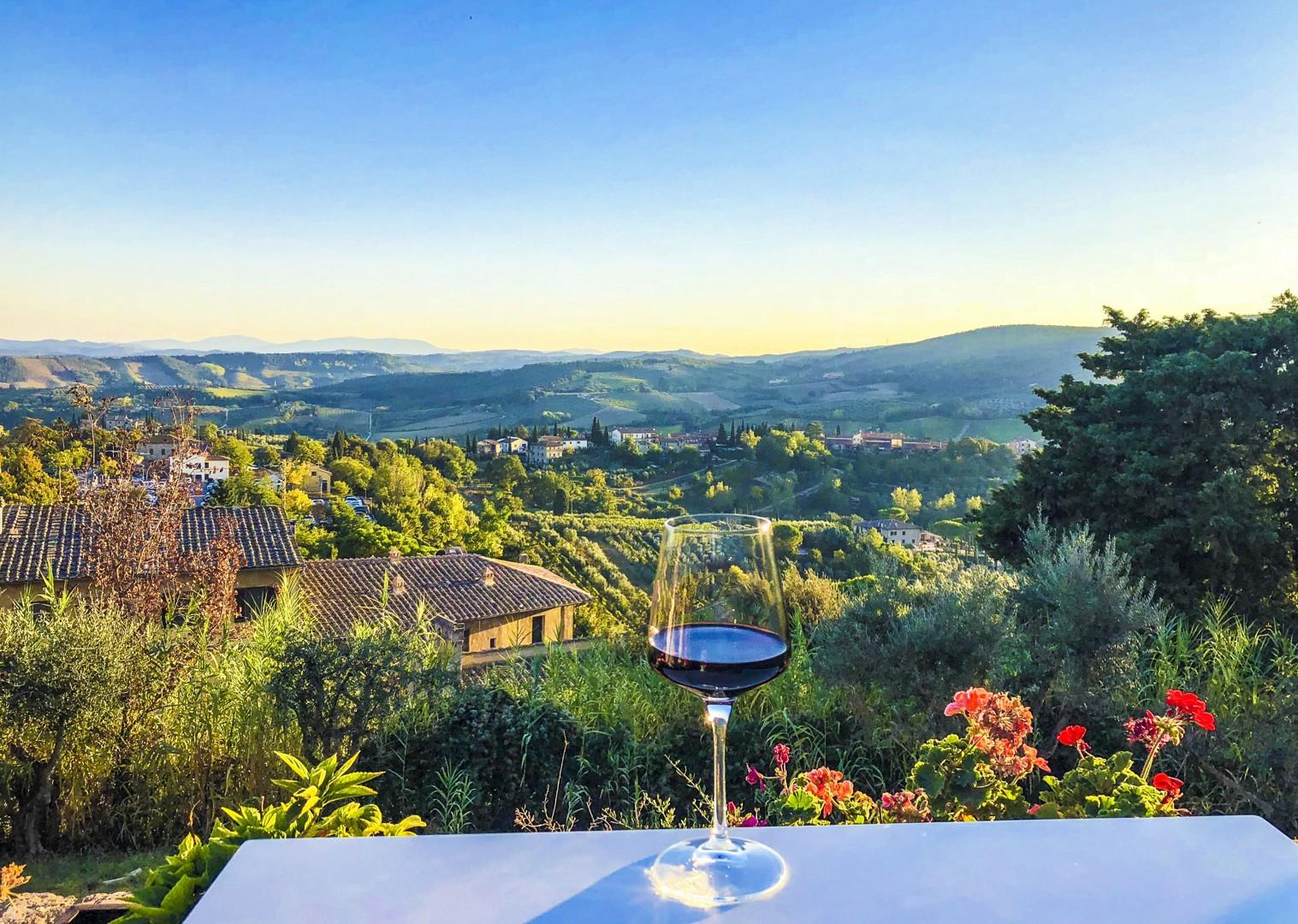 fine-italian-wines-chianti-montepulciano-montalcino-stunning-scenery-cycling-holiday.jpg - Italy - Tuscany - Giro della Toscana - Self-Guided Road Cycling Holiday - Road Cycling