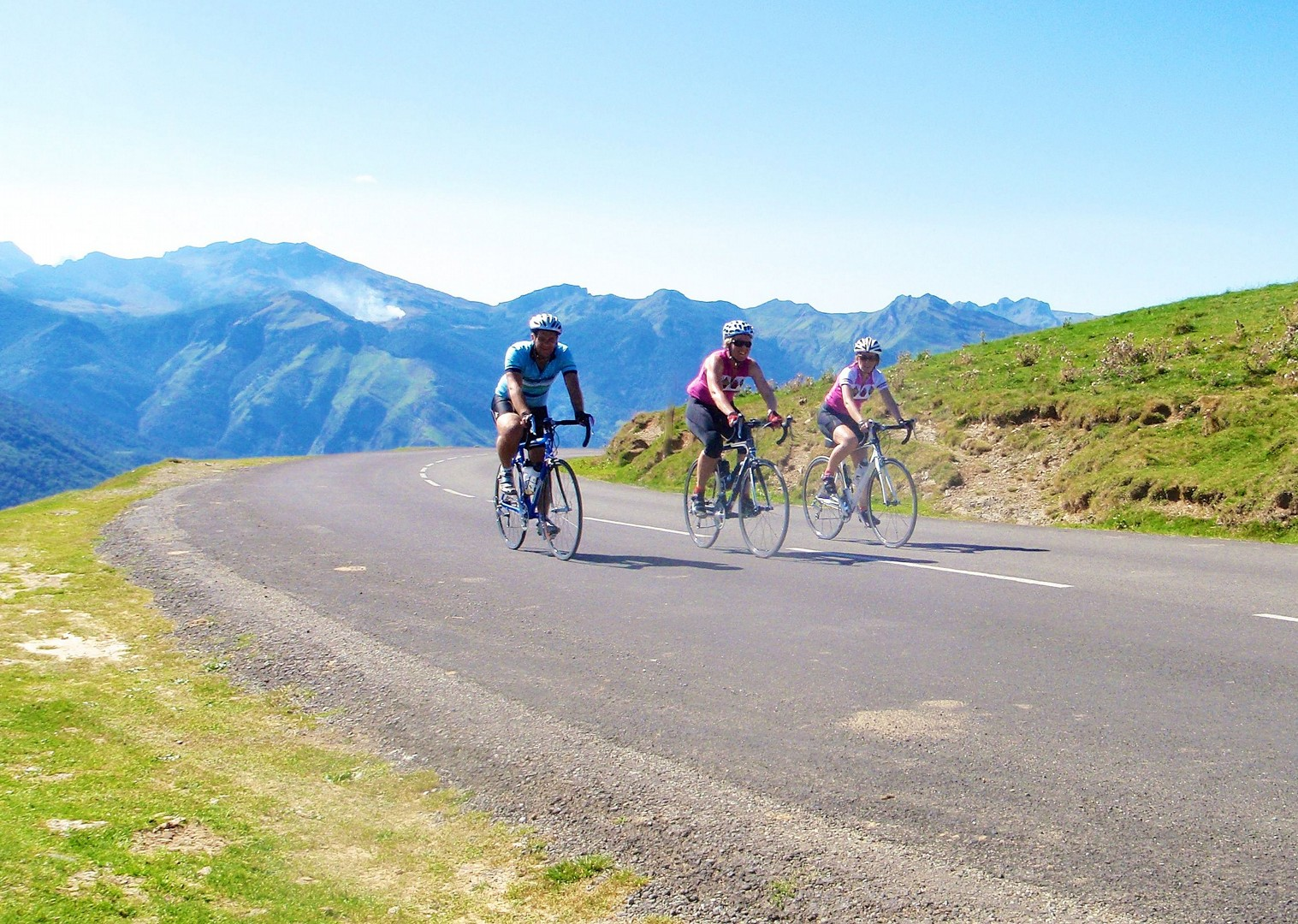 group-cycling-fitness-week-france-pyrenees.jpg - France - Pyrenees Fitness Week - Guided Road Cycling Holiday (Grade 3-4) - Road Cycling