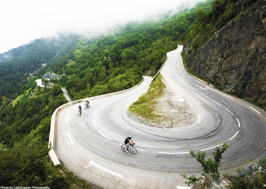 mountainous-guided-road-cycling-france-alpe-d'huez.jpg - France - Alps - Mont Ventoux to Alpe d'Huez - Guided Road Cycling Holiday - Road Cycling