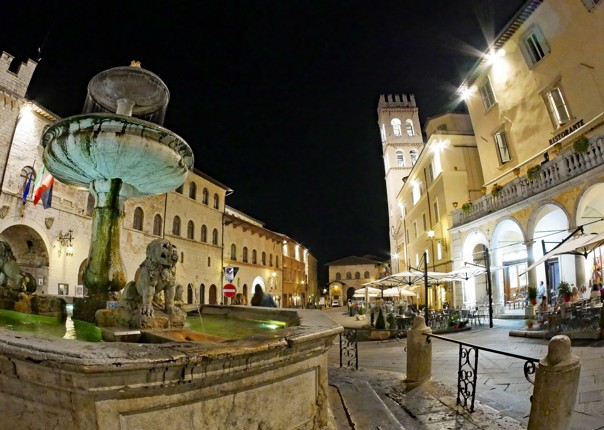 Piazza di Commune in Assissi.jpg - Italy - Grand Traverse - North to South - Road Cycling