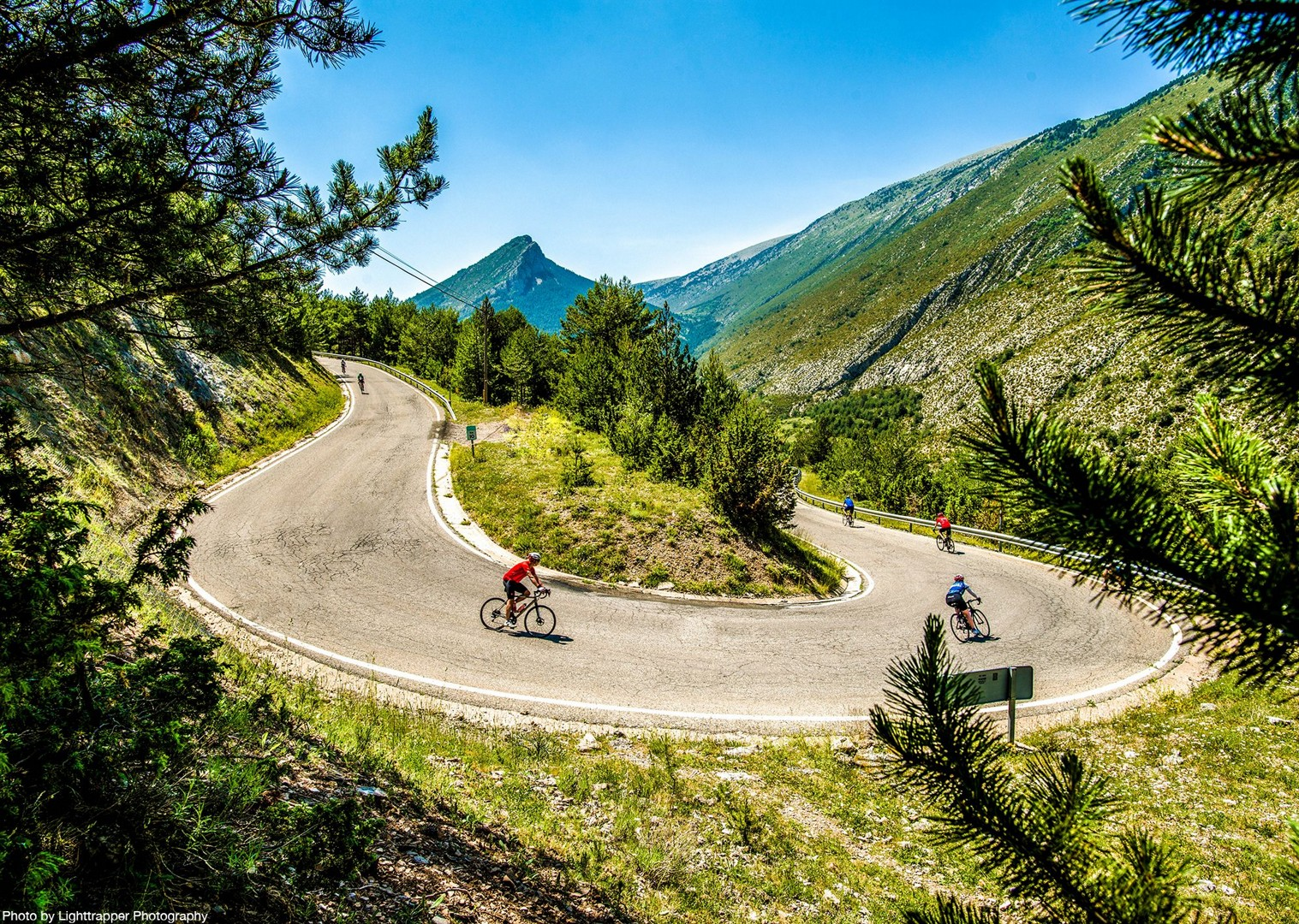 road-cycling-descent-spanish-pyrenees-coast-to-coast-holiday.jpg - NEW! Spain - Spanish Pyrenees Coast to Coast - Road Cycling