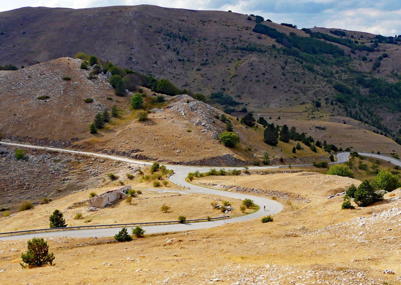 ride-up-in-the-appenines-road-cycling-italy.jpg - Italy - Grand Traverse - South to North (22 days) - Guided Road Cycling Holiday - Road Cycling