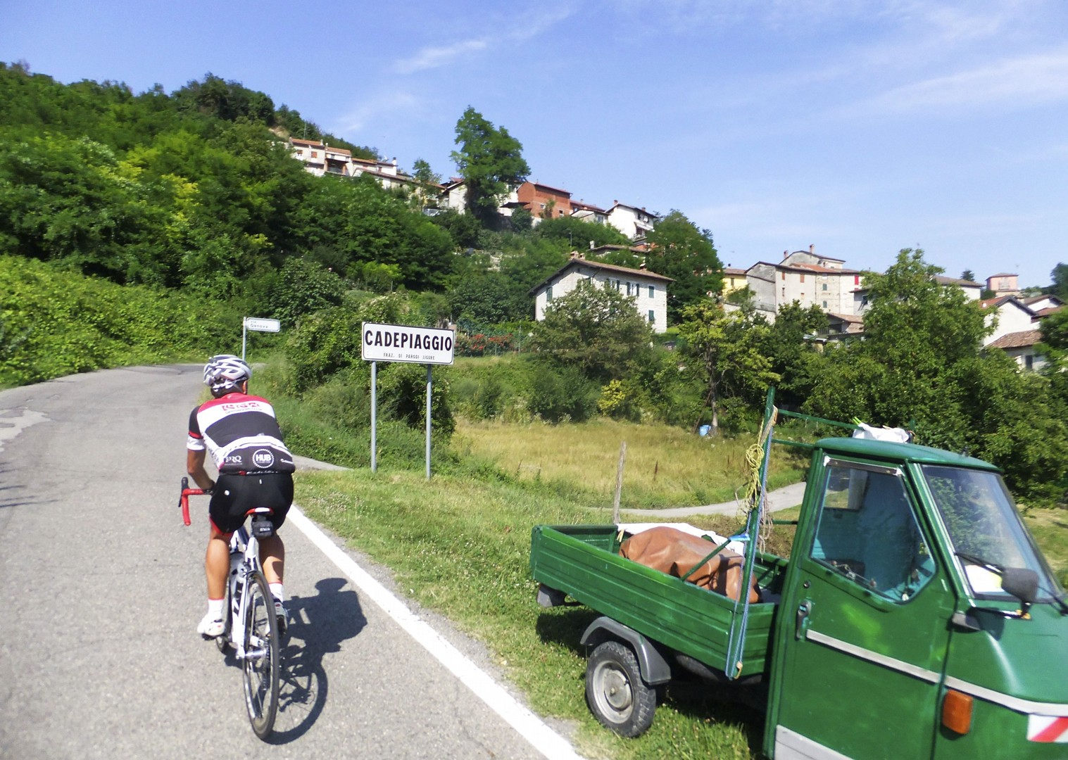 guided-road-cycling-holiday-italy-piemonte-la-strada-del-vino.jpg - NEW! Italy - Piemonte - La Strada del Vino - Road Cycling