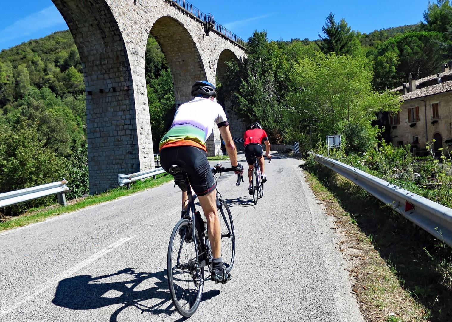 parco-nazionale-dell-abruzzo-italy-abruzzo-appennini-dabruzzo-guided-road-cycling-holiday.jpg - Italy - Abruzzo - Appennini d'Abruzzo - Guided Road Cycling Holiday - Road Cycling