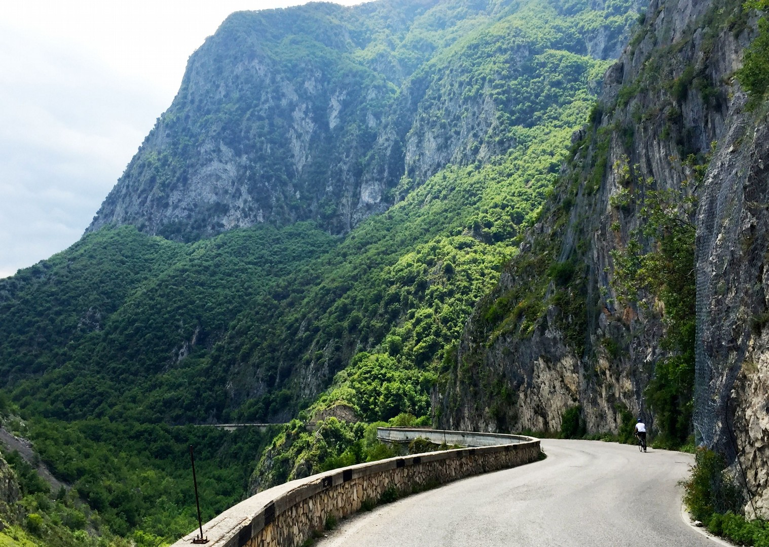 gorge-of-san-venenzio- guided-road-cycling-holiday-italy-abruzzo-appennini-dabruzzo.JPG - Italy - Abruzzo - Appennini d'Abruzzo - Guided Road Cycling Holiday - Road Cycling