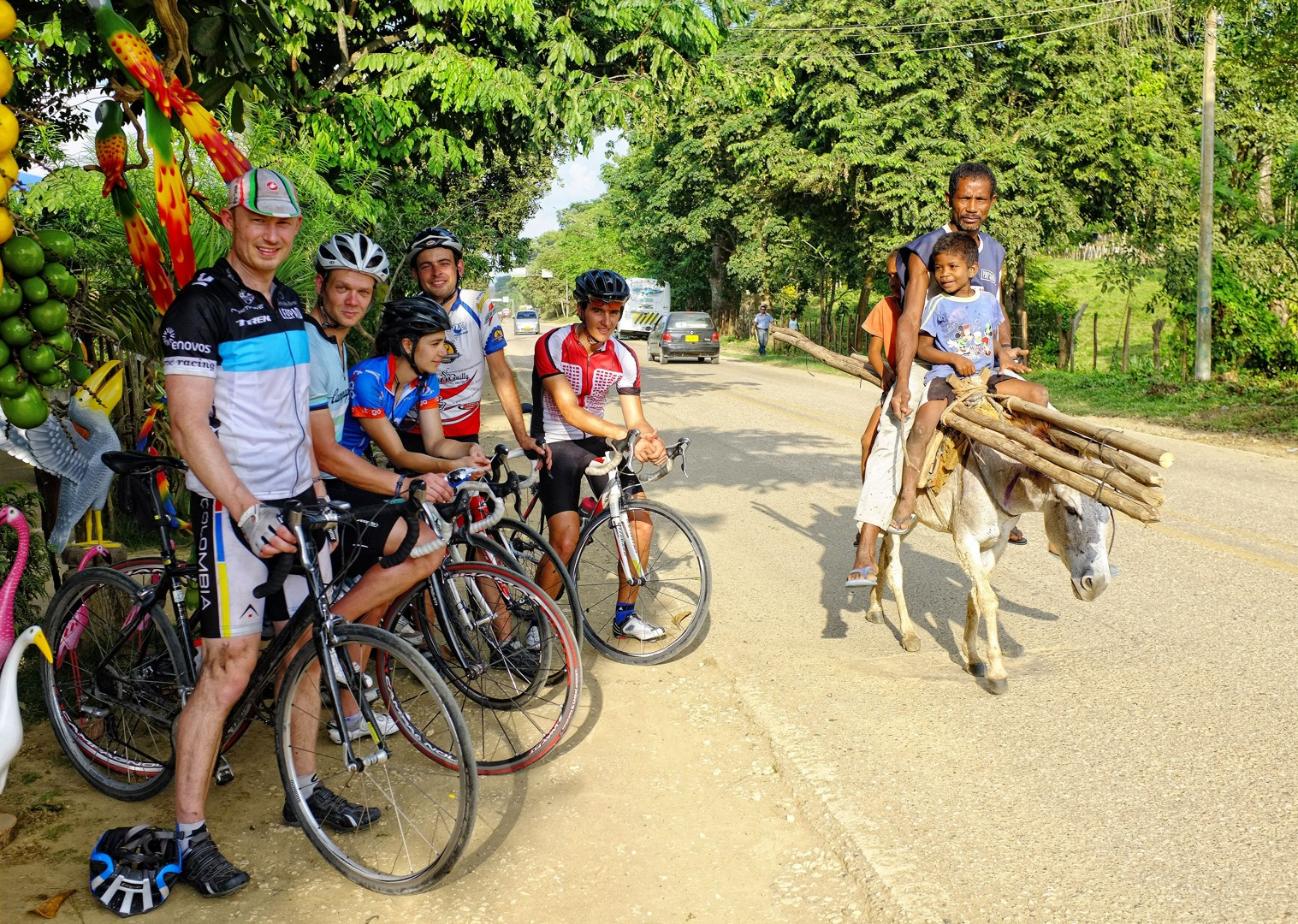 saddle-skedaddle-guided-road-cycling-holiday-emerald-mountains-colombia.jpg - Colombia - Tres Cordilleras - Guided Road Cycling Holiday - Road Cycling