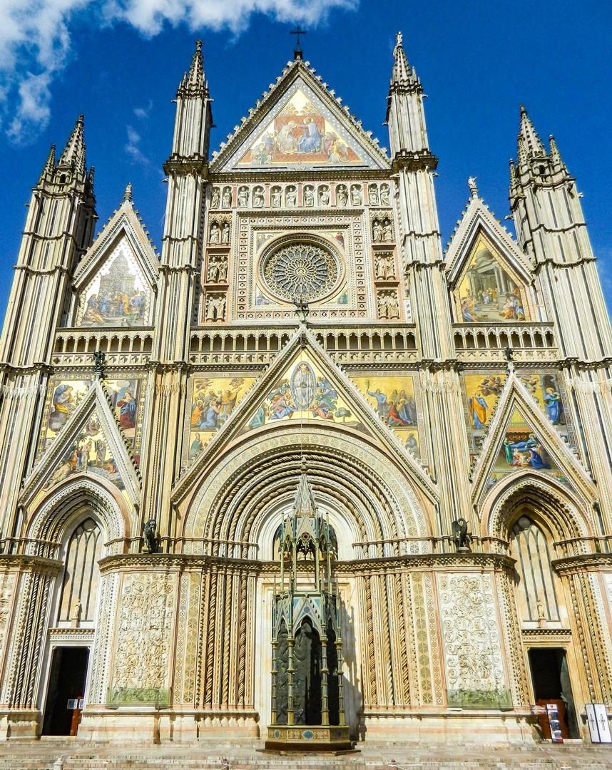 orvieto-cathedral-saddle-skedaddle-road-cycling-italy-coast-to-coast.jpg - NEW! Italy - Coast to Coast - L'Adriatico al Tirreno - Road Cycling