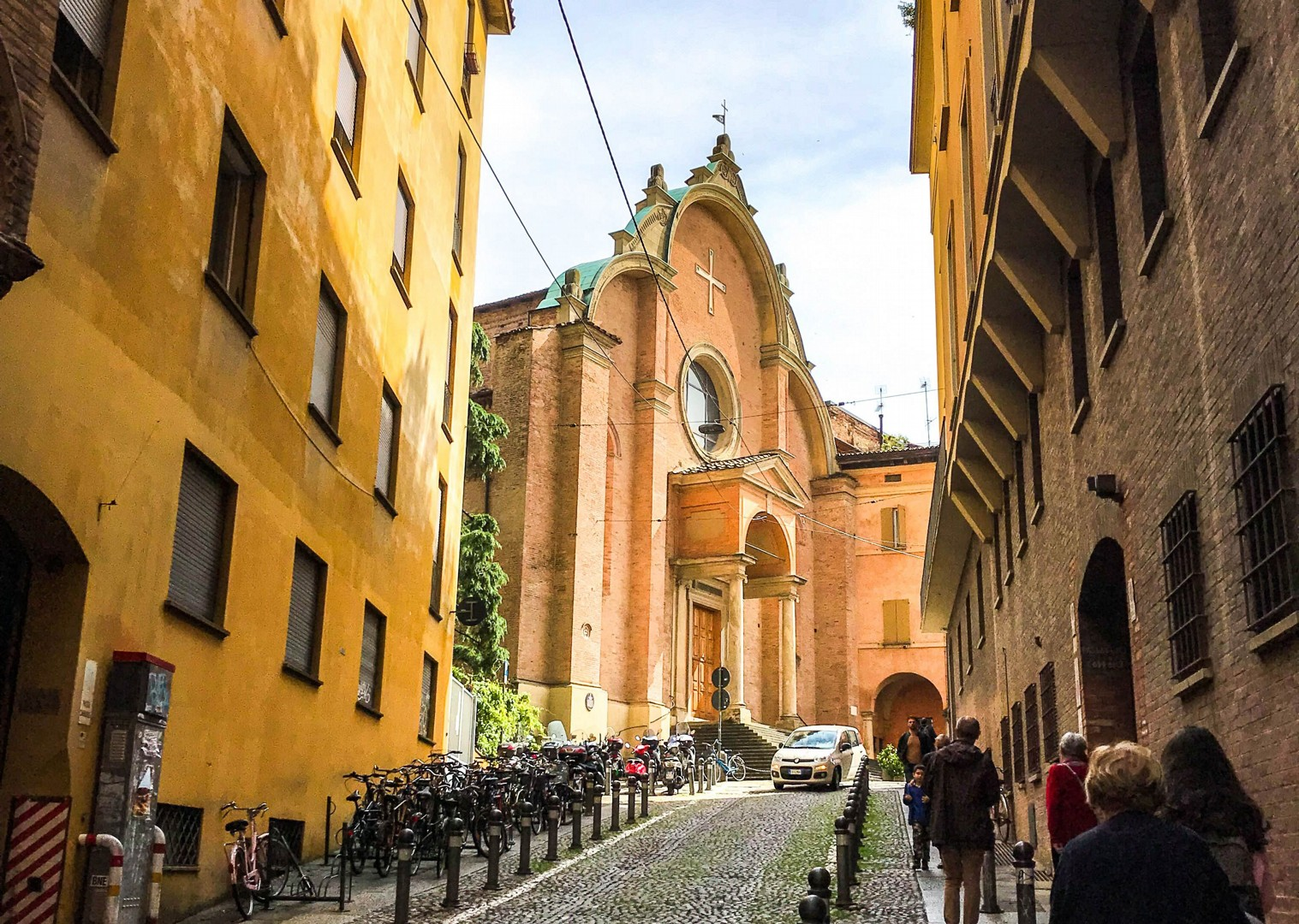 cycling-in-bologna-italy-self-guided-leisure-holiday-emilia-romagna.jpg - Italy - Emilia Romagna - Self-Guided Leisure Cycling Holiday - Leisure Cycling