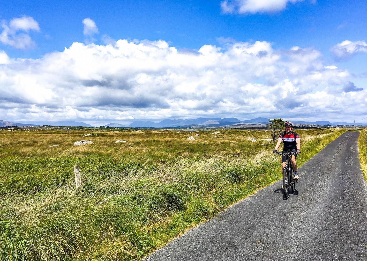 cycling-in-ireland-self-guided-leisure-holiday-saddle-skedaddle.jpg - NEW! Ireland - Connemara and the Aran Isles - Leisure Cycling