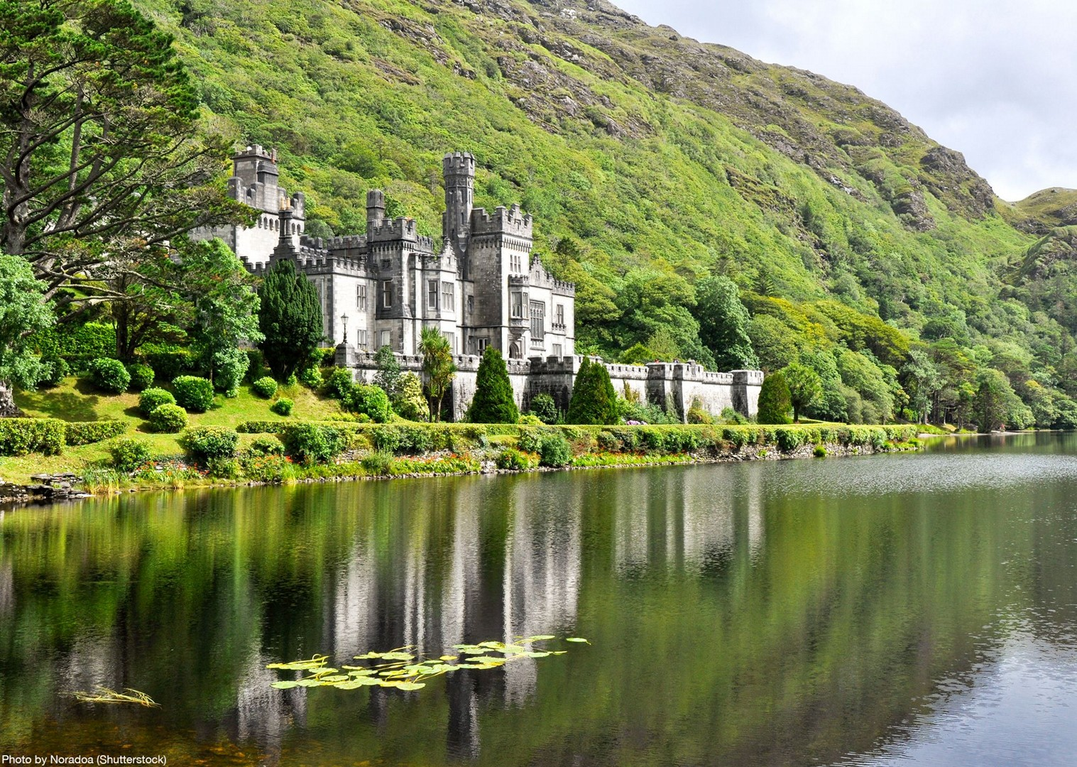 kylemore-abbey-ireland-saddle-skedaddle-leisure-cycling-holiday.jpg - NEW! Ireland - Connemara and the Aran Isles - Leisure Cycling