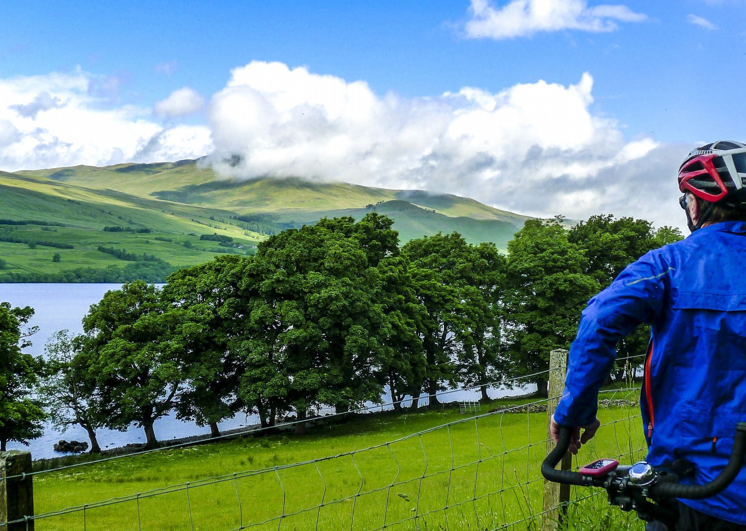 hills-cycling-fun-tour-scotland-uk-mountains-loch-lake-cycle-paths.jpg - NEW! UK - Scotland - Lochs and Glens - Guided Leisure Cycling Holiday - Leisure Cycling