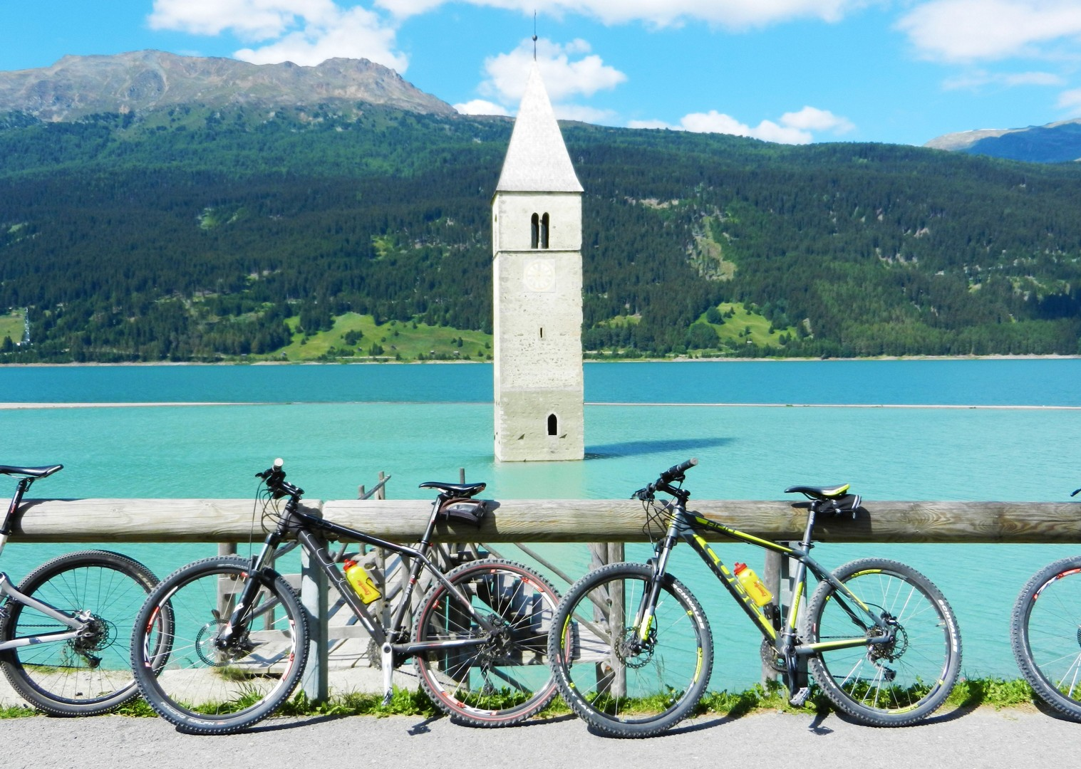 guided-leisure-cycling-past-river-etsch.jpg - Austria and Italy - La Via Claudia - Guided Leisure Cycling Holiday - Leisure Cycling