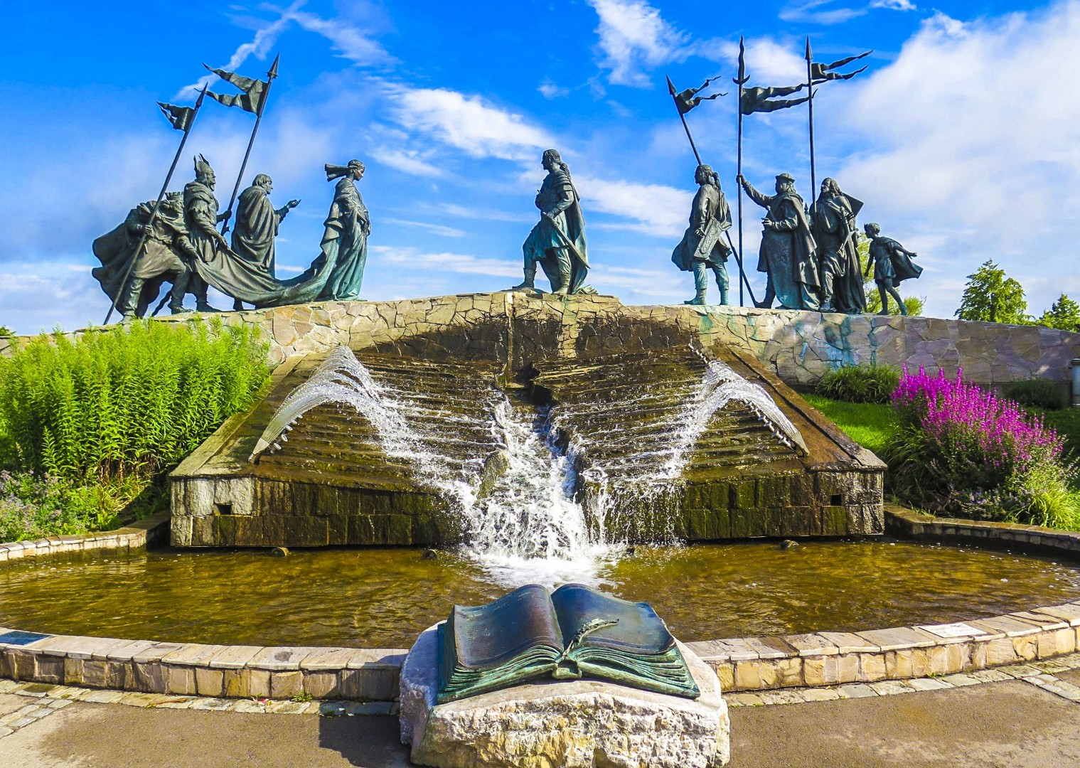 culture-nibelungen-fountain-austria-danube-cycle-holiday.jpg - Germany and Austria - The Danube Cyclepath (8 Days) - Self-Guided Leisure Cycling Holiday - Leisure Cycling