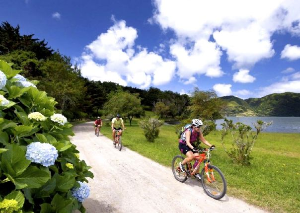 azorescycling.jpg - The Azores - Islands and Volcanoes - Guided Leisure Cycling Holiday - Leisure Cycling