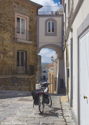 self-guided-cycling-holiday-in-italy-amalfi-coast-and-cilento-explore-city.jpg - Italy - Cilento and The Amalfi Coast - Self-Guided Leisure Cycling Holiday - Leisure Cycling
