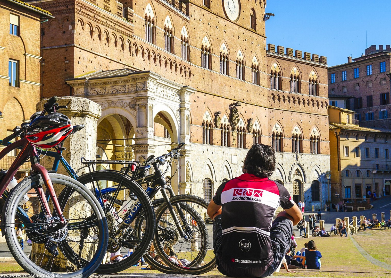 saddle-skedaddle-piazza-campo-siena-cycling-holiday.jpg - Italy - A Taste of Tuscany - Leisure Cycling