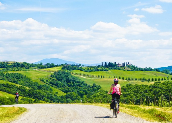 rolling-hills-of-tuscany-countryside-by-bike.jpg