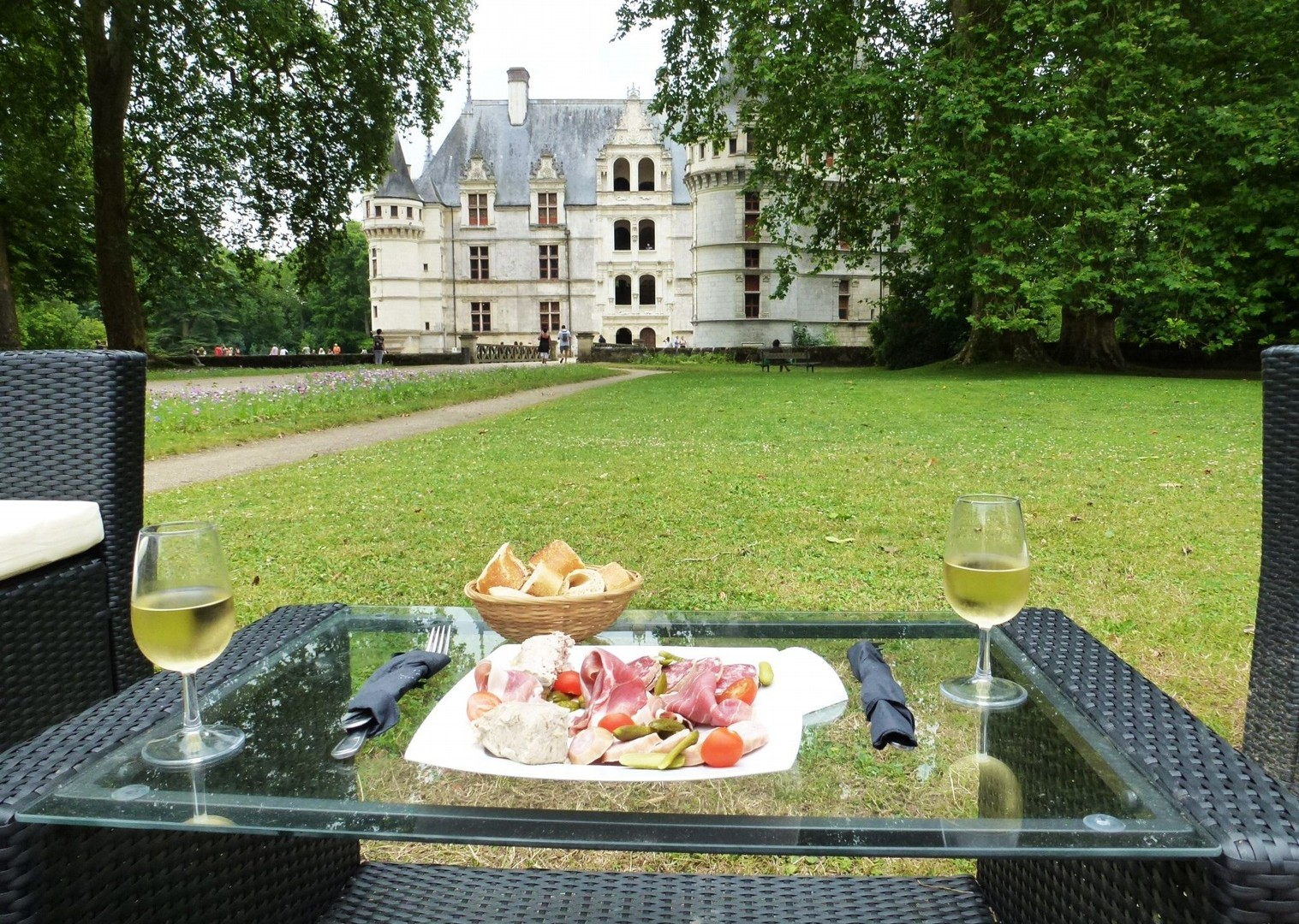al-fresco-dining-france-holiday.jpg - France - Chateaux of the Loire - Self-Guided Leisure Cycling Holiday - Leisure Cycling