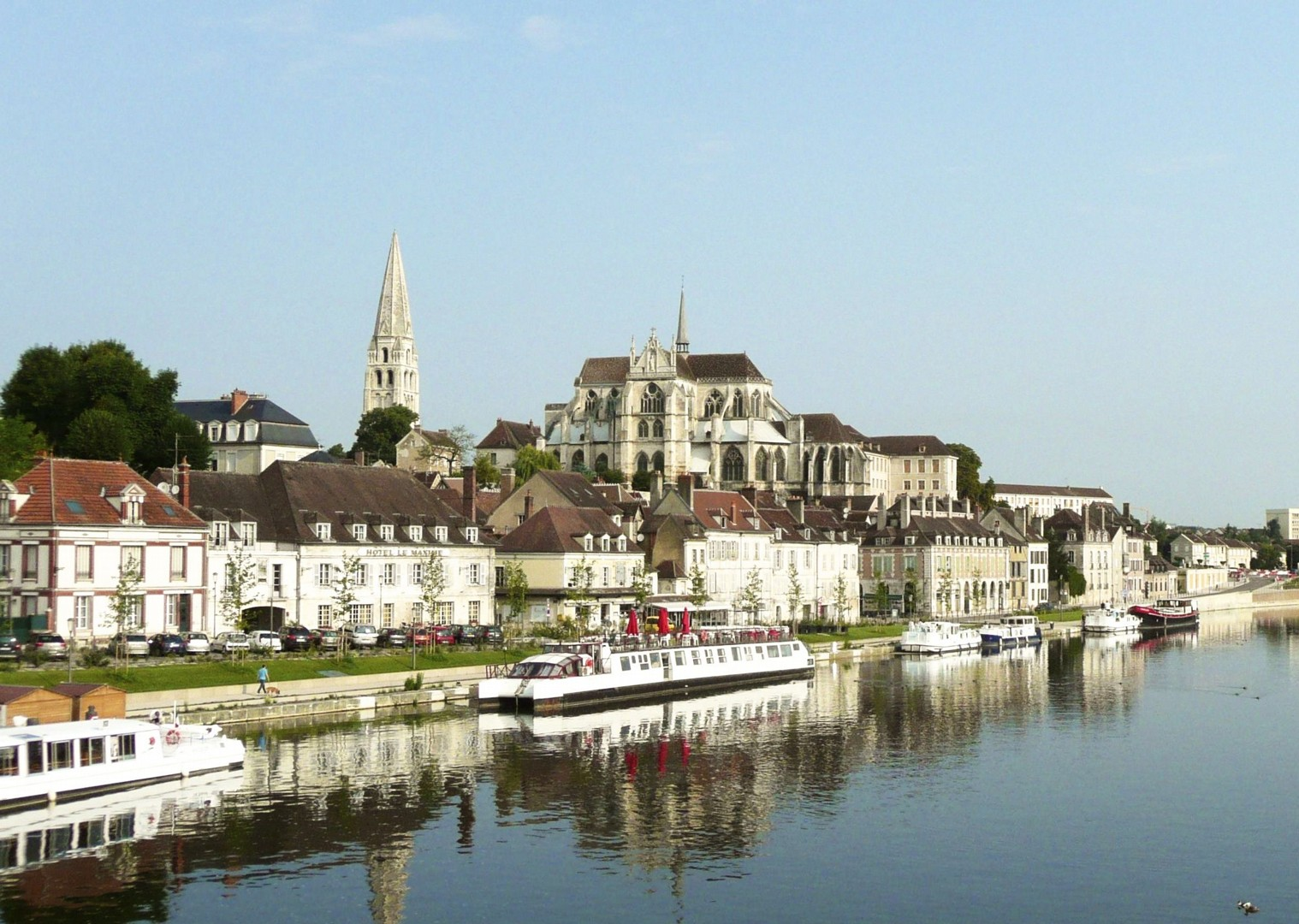 montbard-france-burgundy-caves-and-canals-self-guided-cycling-holiday.jpg - France - Burgundy - Caves and Canals - Self-Guided Leisure Cycling Holiday - Leisure Cycling
