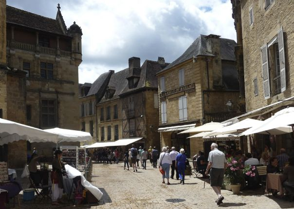 dordognecycling6.jpg - France - Dordogne Delights - Self-Guided Leisure Cycling Holiday - Leisure Cycling